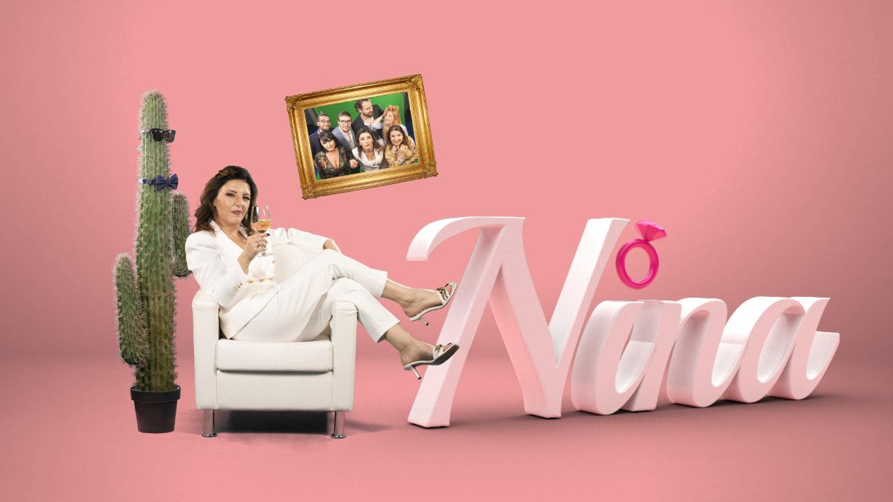 """Olta Daku si """"Nina"""" 40-vjeçare në kërkim të partnerit, skenaristja e serialit më të ri rrëfen rastësinë e habitshme me hit-in e Flori Mumajesit"""