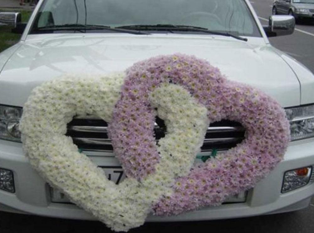 I prishet makina në mes të rrugës, nusja bën autostop në ditën e dasmës
