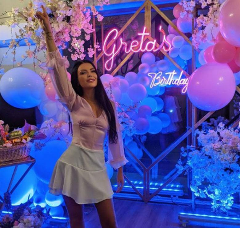 A jeni kuriozë të dini se si e festoi 30-vjetorin Greta Koçi? (Si në përrallë)