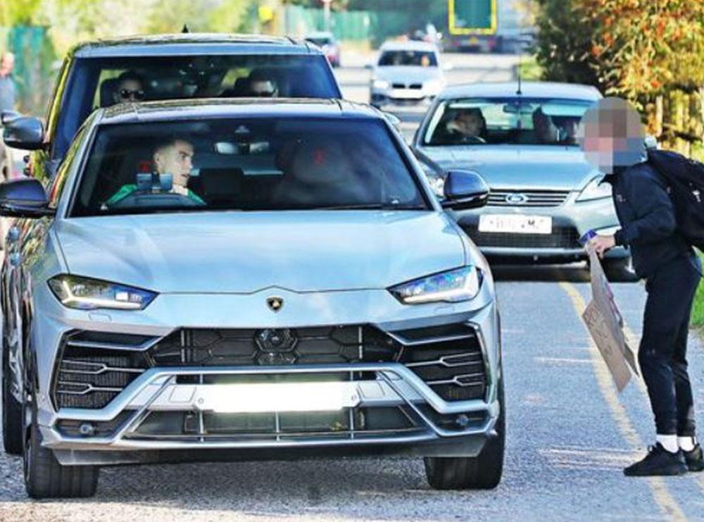 """""""Ronaldo, të lutem a mund të ndalosh? Do të më zbukuroje fundjavën"""", CR7 frenon Lamborghinin 170 mijë paund dhe i plotëson kërkesën vogëlushit"""