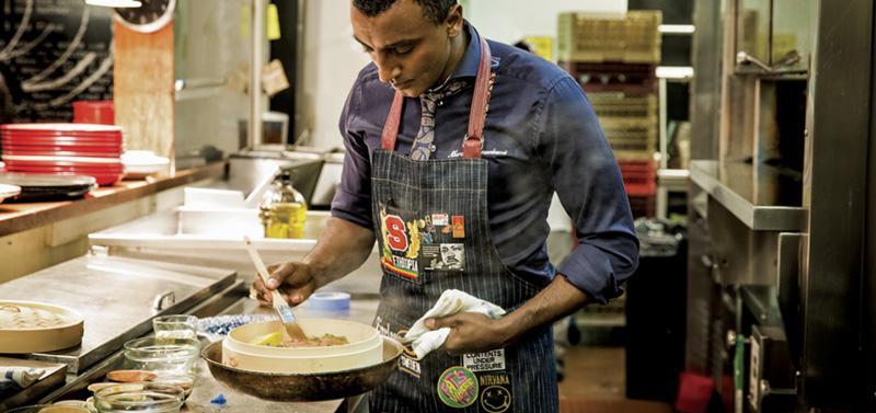 """Mori kritika të shumta për ushqimin në """"Met Gala"""", reagon kuzhinieri i eventit!"""