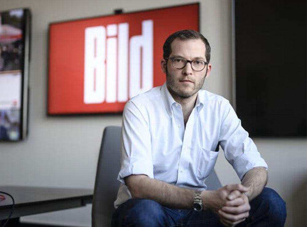 """Shkarkohet kryeredaktori i """"Bild""""/ Shkonte në shtrat me koleget dhe më pas i pushonte"""
