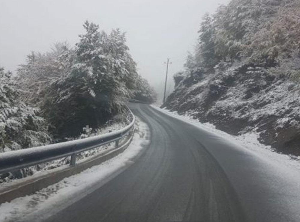 Dimri sapo na përshëndeti me borën e parë, pamjet nga Dardha e zbardhur